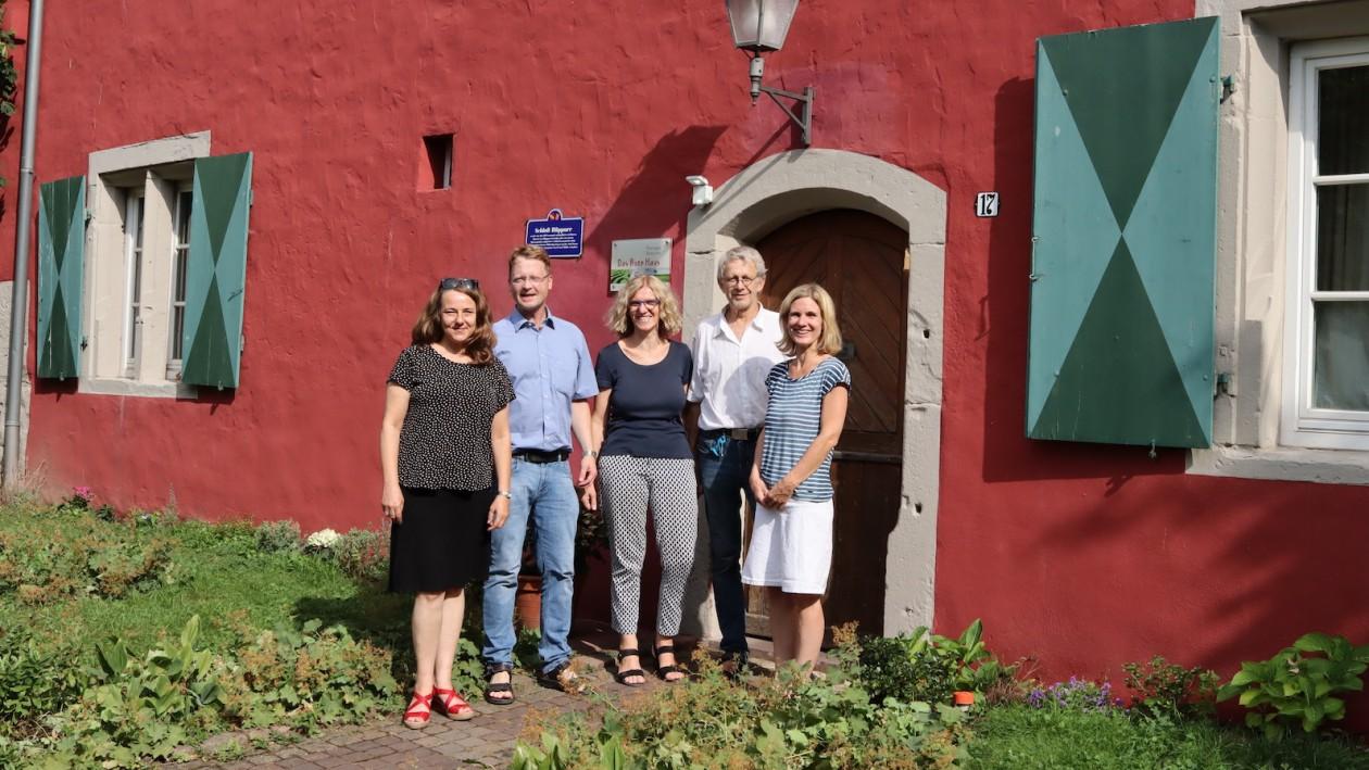 Das Rote Haus in Rüppurr und der Vorstand seines Fördervereins