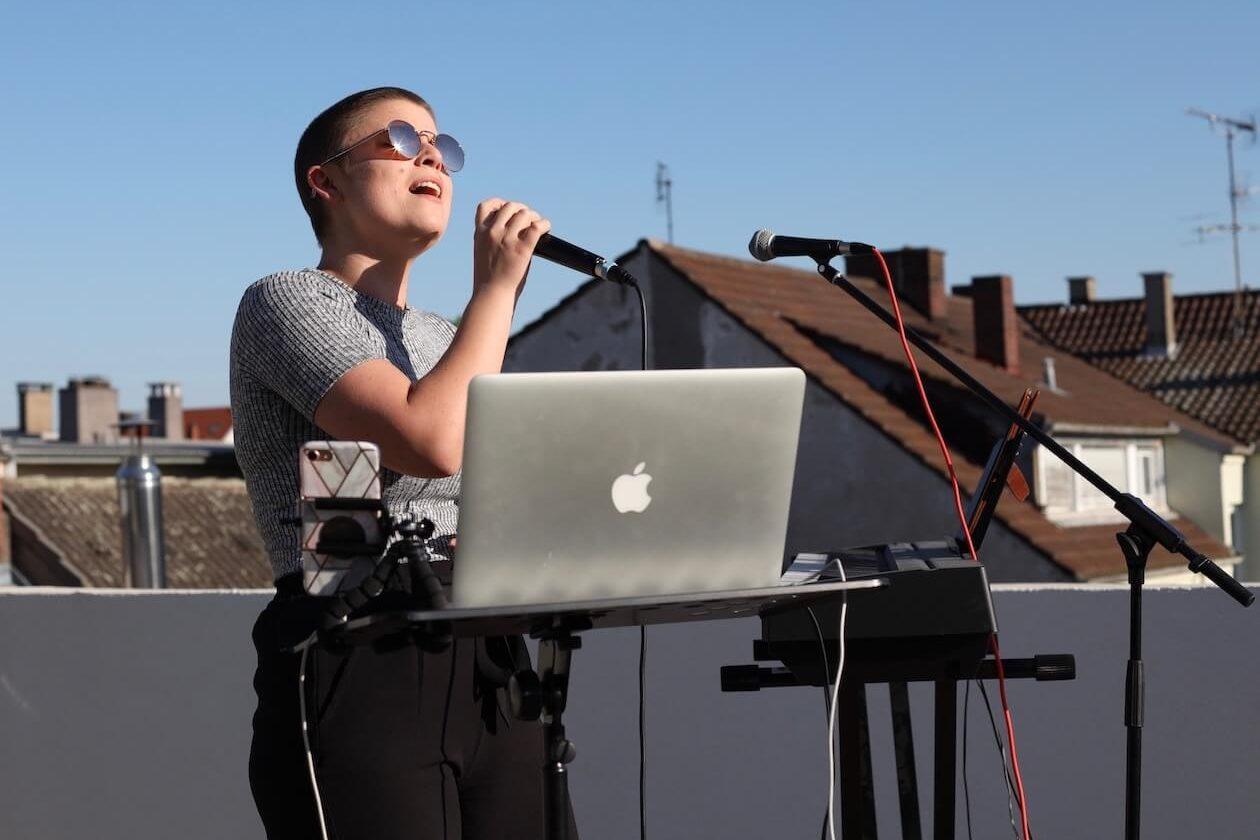 Sängerin Micka aus Karlsruhe