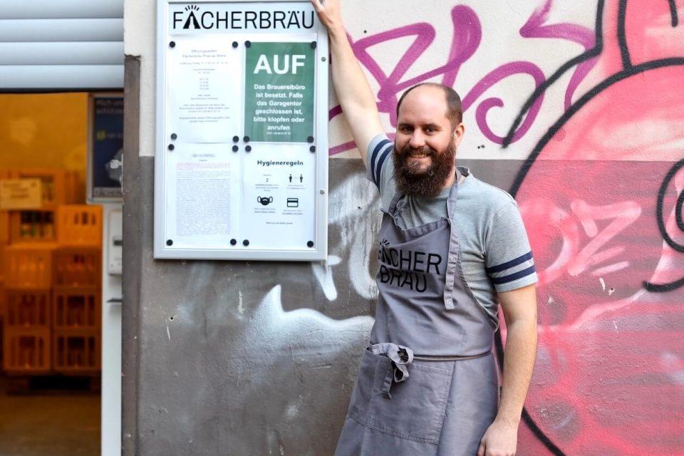 Christopher Wertz vor dem Fächerbräu-Store in Karlsruhe