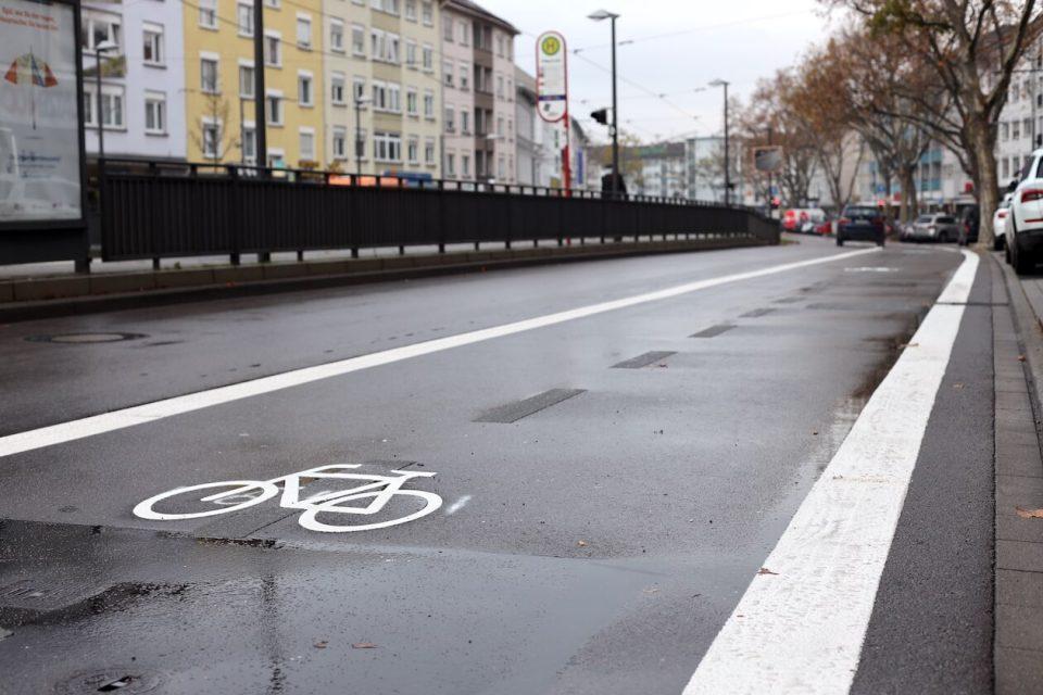 Neuer Radweg auf der Rheinstraße in Karlsruhe