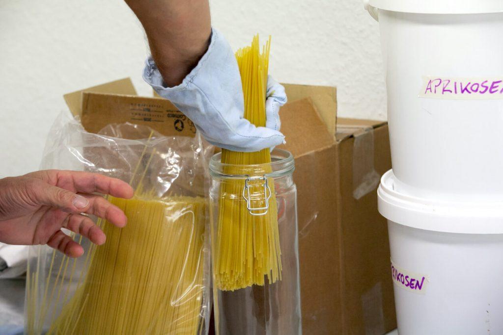 Lose Spaghetti in der Unverpackt-Foodcoop Karlsruhe
