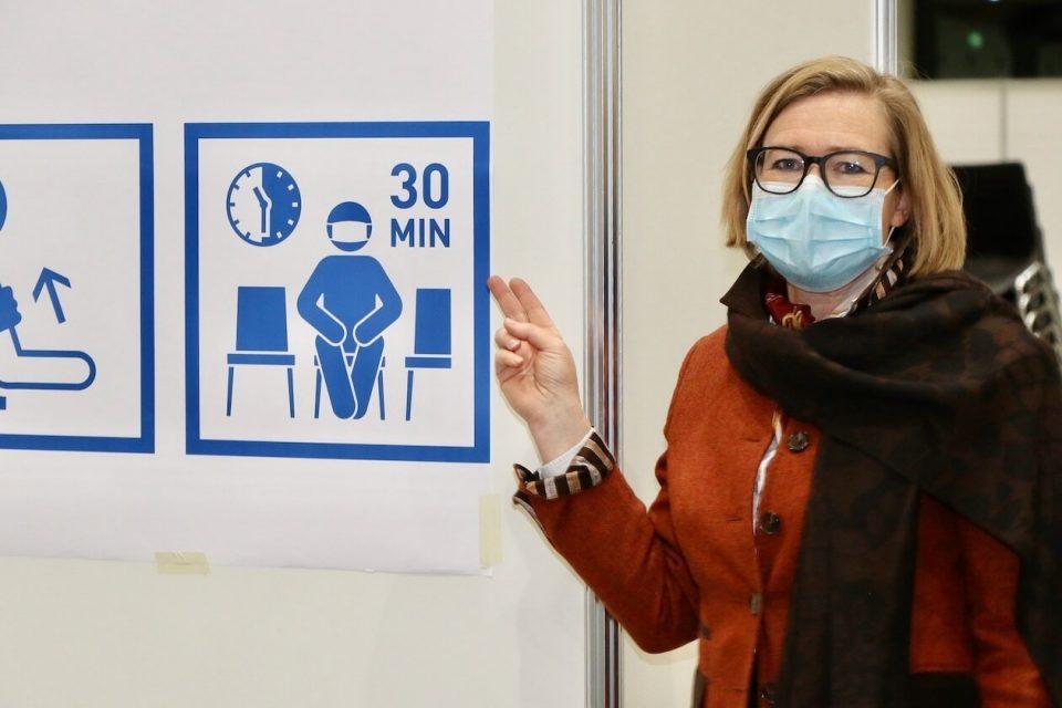 Messe-Chefin Britta Wirtz im Impfzentrum Karlsruhe