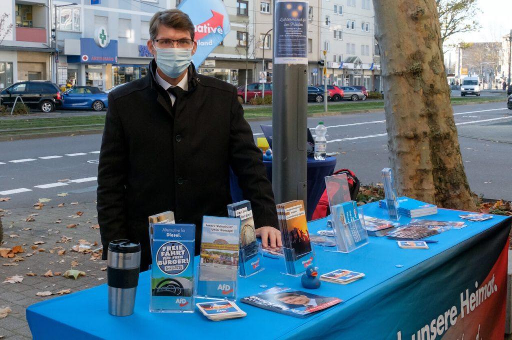 Paul Schmidt am AfD-Wahlkampfstand