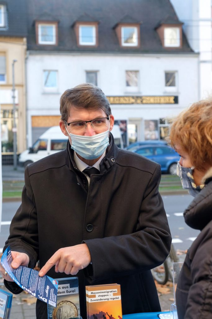 Paul Schmidt beim Wahlkampf in Karlsruhe