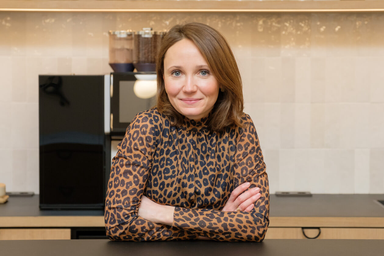 Pia Hesselschwerdt in der Zentrale der Volkswohnung
