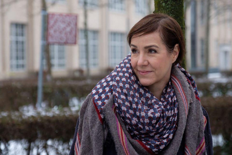 Influencerin Anja Frankenhäuser vor dem ZKM in Karlsruhe