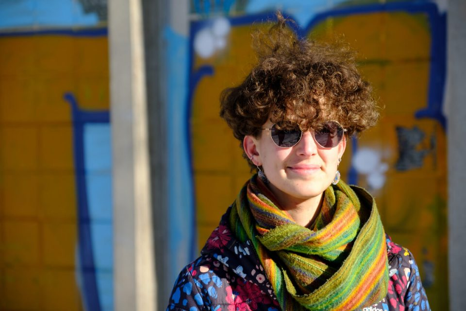 Eloise Clerc vor der Pädagogischen Hochschule in Karlsruhe
