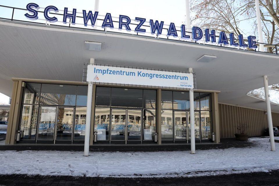 Impfzentrum in der Schwarzwaldhalle in Karlsruhe