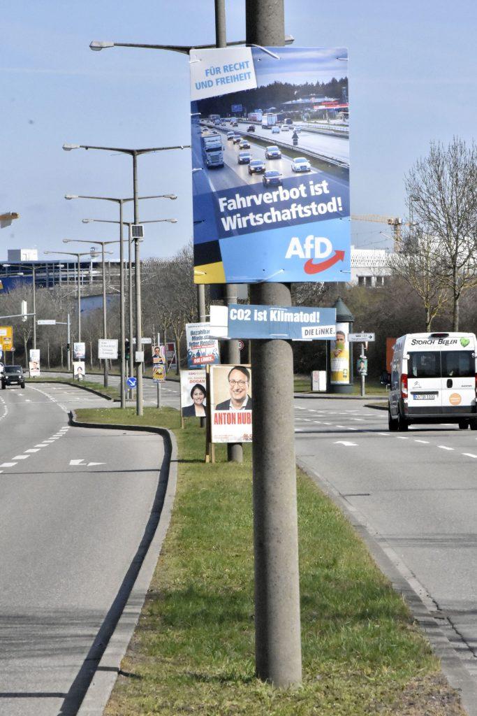 AfD-Plakat am Ostring mit Zusatz der Linken