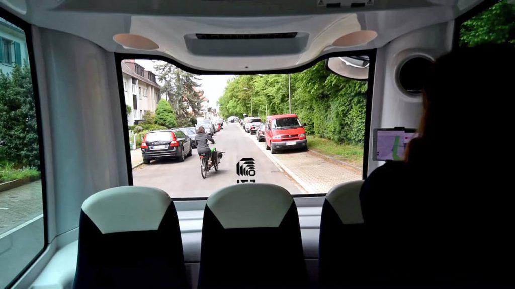 Autonomer Minibus EVA-Shuttle wird überholt