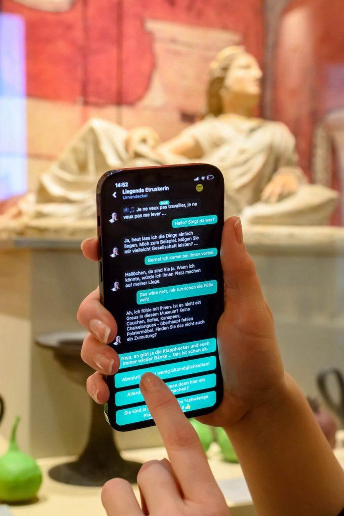 Chat mit einer Skulptur in Ping! Die Museumsapp